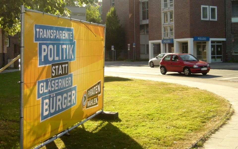 Werbebanner Druck für Bauzaun als Bauzaunblende - CC-BY-SA Piratenpartei Delmenhorst