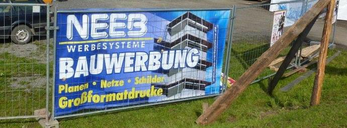 Werbebanner als Bauzaunbanner aus PVC-Plane (Vollplane) für Baustellenwerbung und Sichtschutz am Bauzaun. Format 3400 x 1750 mm.