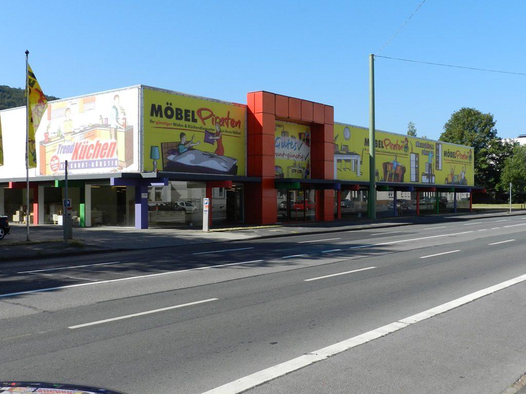 die-moebelpiraten-werbebanner-druck-bannerrahmen-wandmontage-1