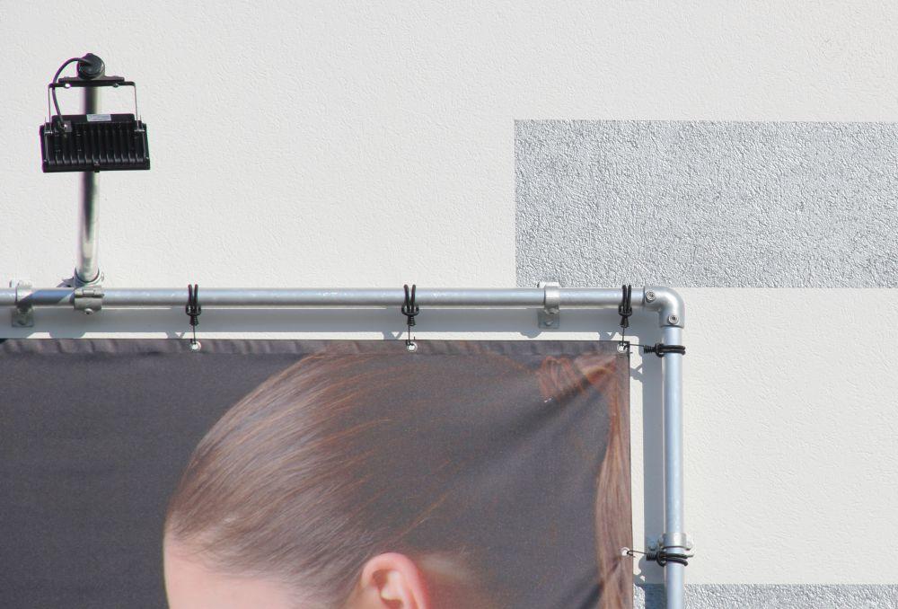 bannerrahmen-stecksystem-wandmontage-mit-led-beleuchtung